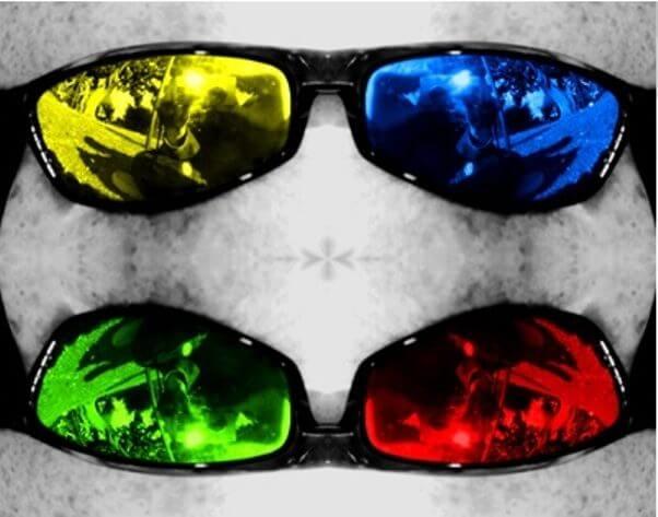 Gafas de sol con cristales de distinto color.