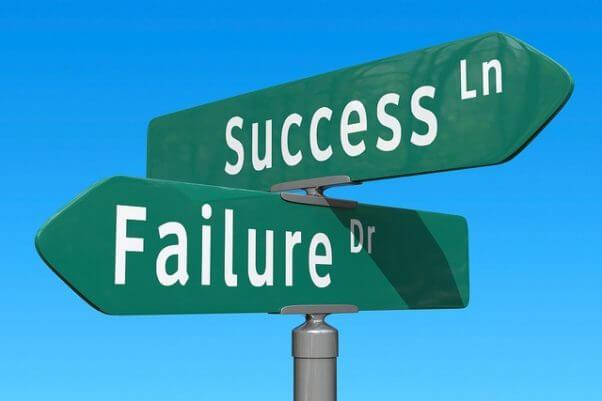Un indicador con dos direcciones posibles, el éxito o el fracaso.