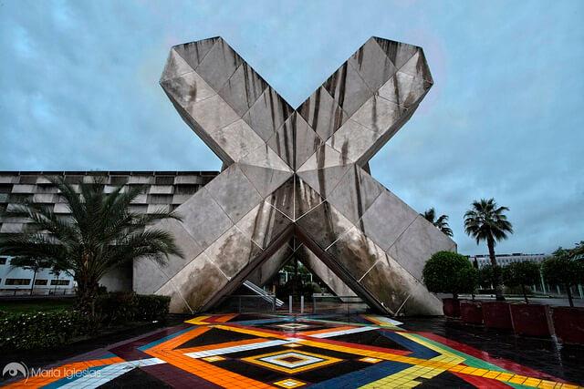 El pabellón de México en la Isla de la Cartuja (Sevilla), de la ESPO' 92. La estructura tiene forma de una gran X de hormigón.